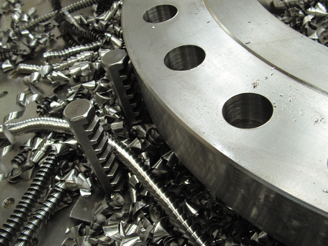 metal-machining-1-1501252-640x480